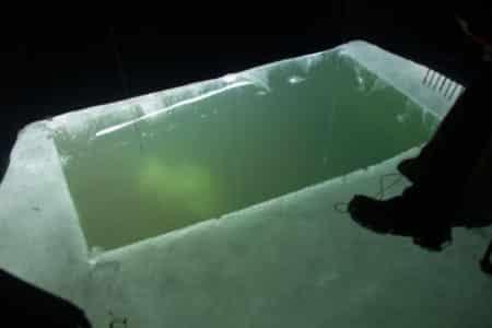 ice-fishing-pike-spearing